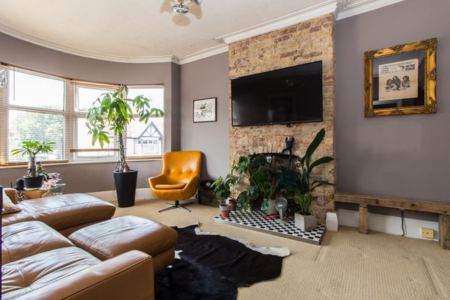Thumbnail Flat for sale in Southview Drive, Westcliff-On-Sea