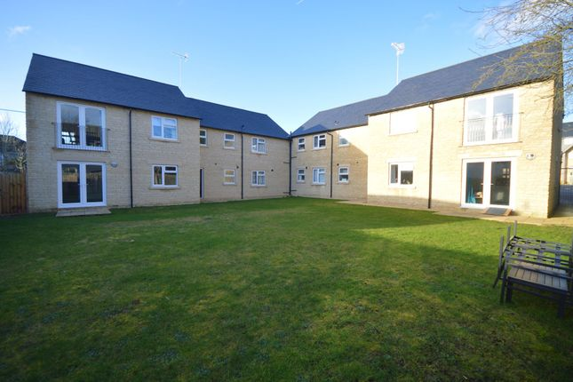 Thumbnail Flat to rent in Apartment, Oaken Court, Cricklade Road, Cirencester