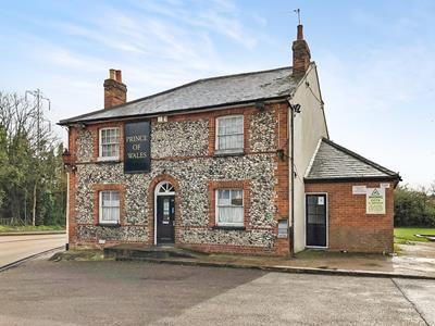 Thumbnail Pub/bar for sale in Prince Of Wales, Batchworth Heath, Rickmansworth