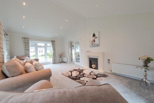 Thumbnail Mobile/park home for sale in Oaklands Park, Brooks Green, West Sussex