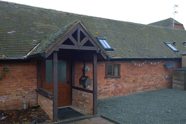 2 bed barn conversion to rent in Astwood Lane, Feckenham, Redditch, Worcestershire B96