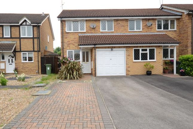 Thumbnail Semi-detached house to rent in Simmonds Close, Bracknell
