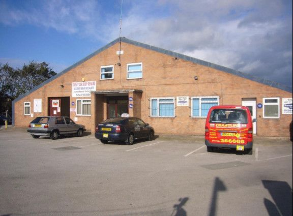 Thumbnail Office to let in Glan Aber Trading Estate, Vale Road, Rhyl