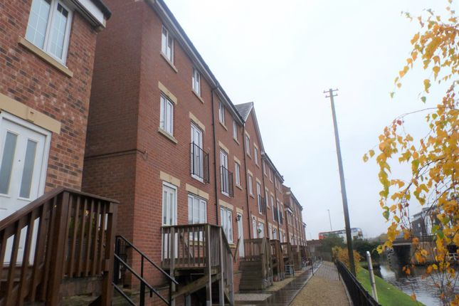 Thumbnail Town house to rent in Chancel Road, Wakefield, West Yorkshire, West Yorkshire