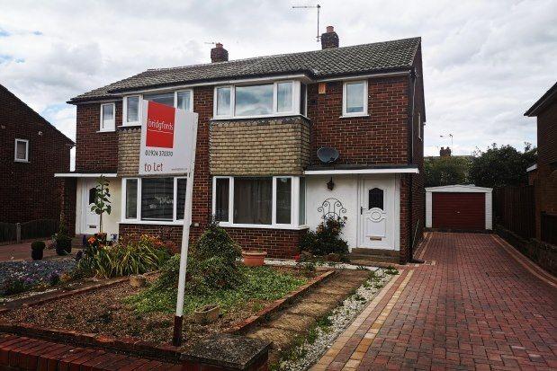 3 bed property to rent in Woolgreaves Avenue, Wakefield WF2