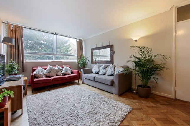 2 bed flat to rent in Holly Tree Close, Southfields