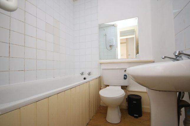 Bathroom of 46A North Street, Bo'ness EH51