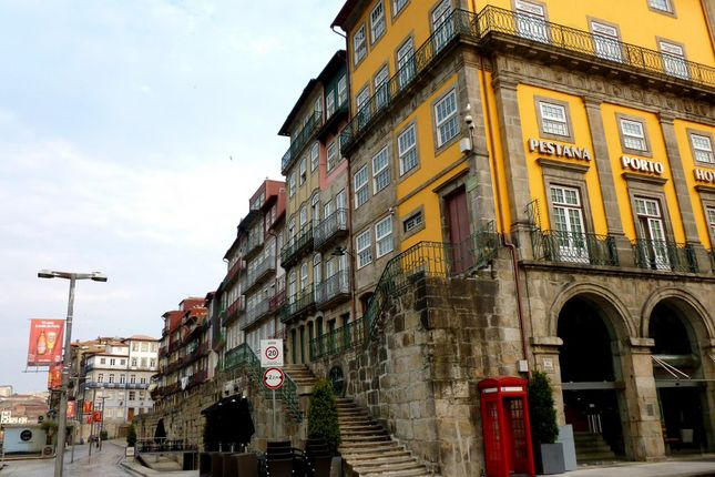 Thumbnail Leisure/hospitality for sale in P666, Old Building In Porto City To Adapt Into A Hotel, Portugal