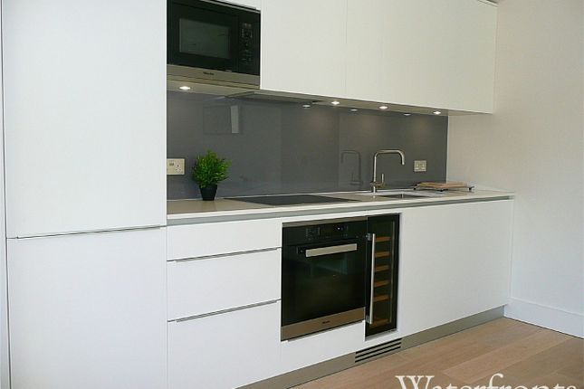 Thumbnail Flat for sale in Merchant Square East, London
