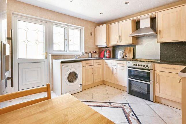 3 bed property to rent in Delverton Road, Kennington
