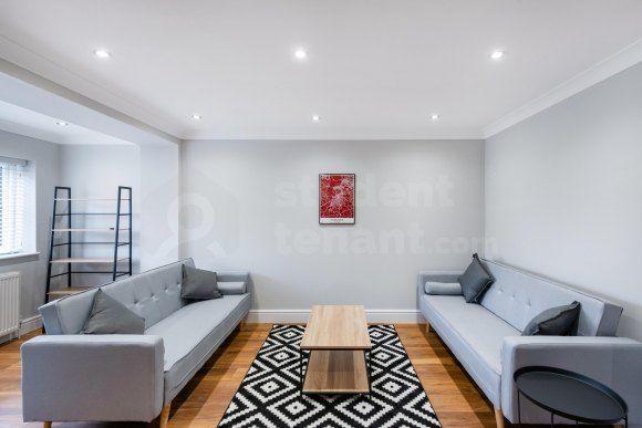 Thumbnail Room to rent in Cowden Close, Farnham, Surrey