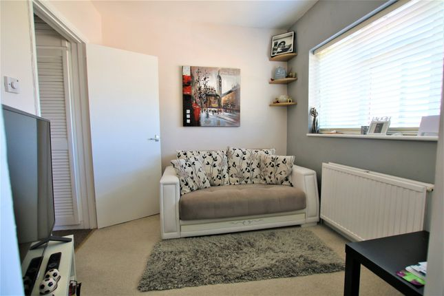 1 bed flat for sale in Old Bath Road, Colnbrook, Slough SL3