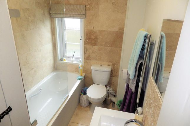 Bathroom of Penrose Gardens, Bodmin Street, Holsworthy EX22