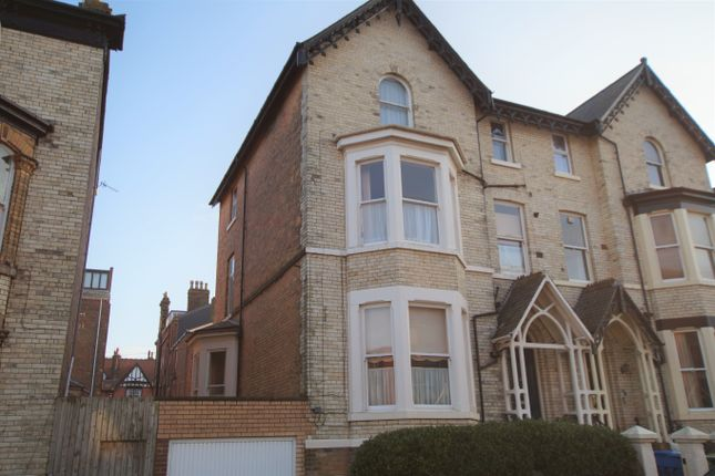 1 bed flat to rent in Esplanade Gardens, Scarborough YO11