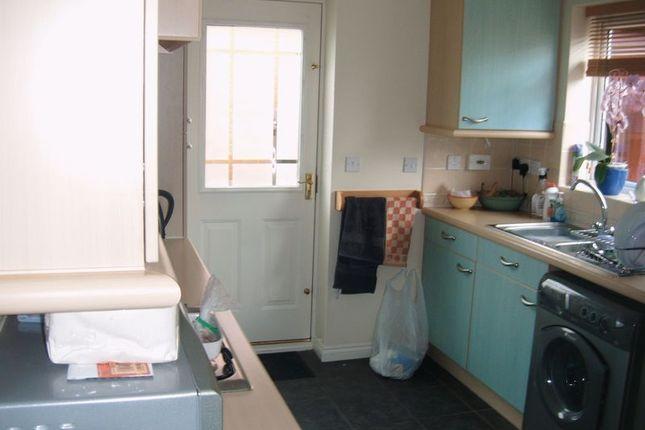 Kitchen of 32 Farmers Close, Wootton Fields, Northampton NN4