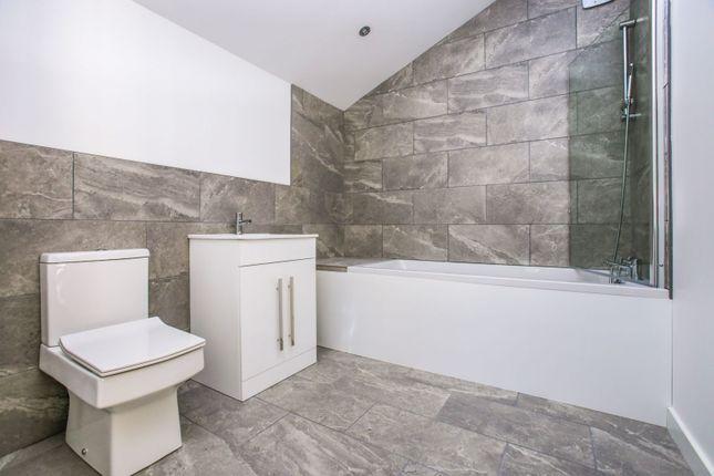 Bathroom of Temple Avenue, Croydon CR0
