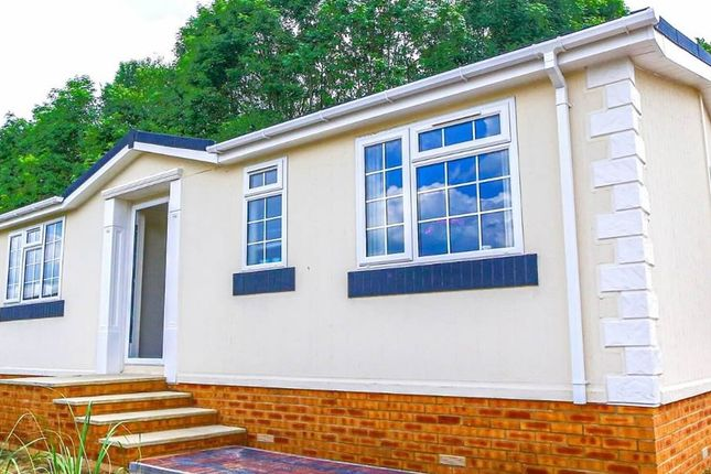 2 bed mobile/park home for sale in Residential Park Home, Deeside, Flintshire CH5
