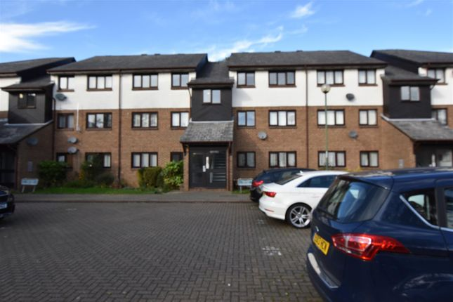 Thumbnail Flat for sale in Aylets Field, Harlow