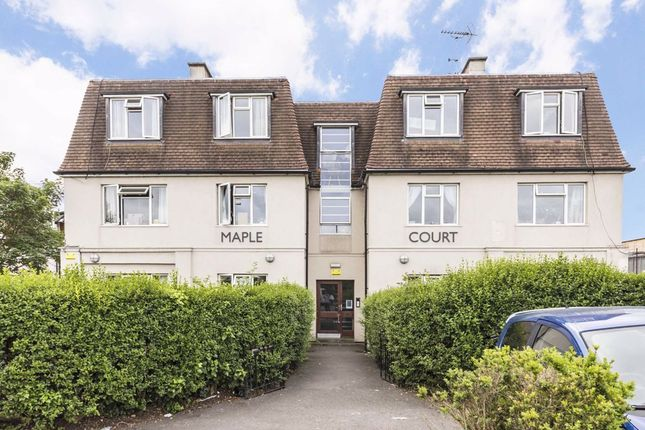 3 bed flat to rent in Cambridge Road, Norbiton, Kingston Upon Thames KT1