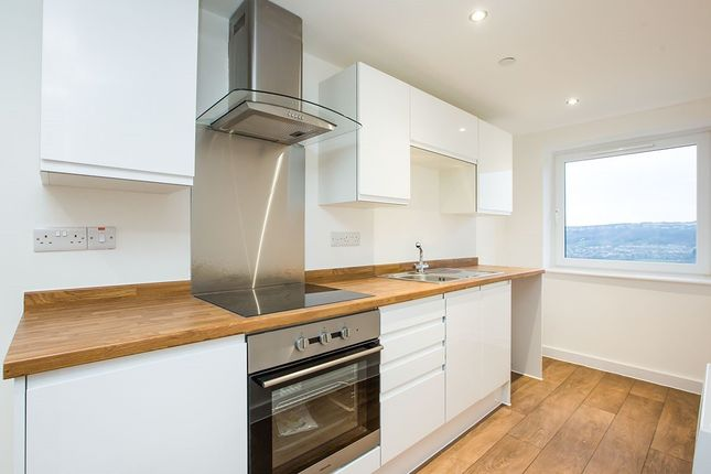 2 bed flat to rent in Wheatley Court, Halifax HX2