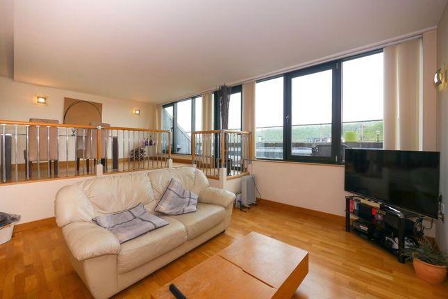 Thumbnail Flat to rent in Salts Mill Road, Shipley