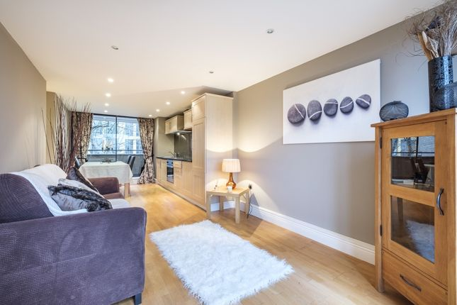Thumbnail Flat to rent in Hopton Street, London