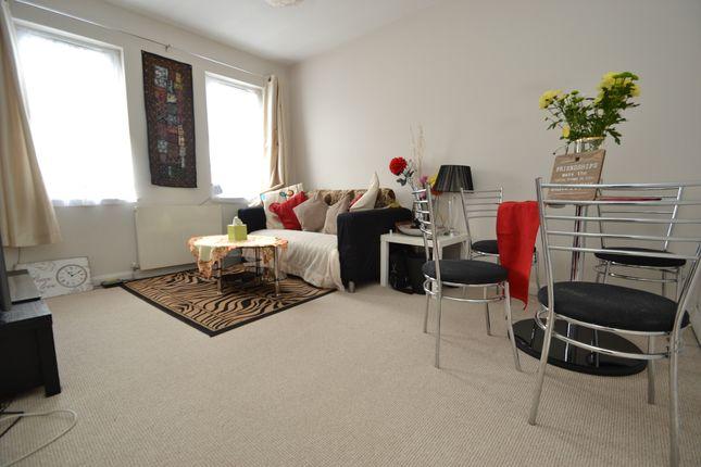 Thumbnail Flat to rent in Villiers Avenue, Surbiton