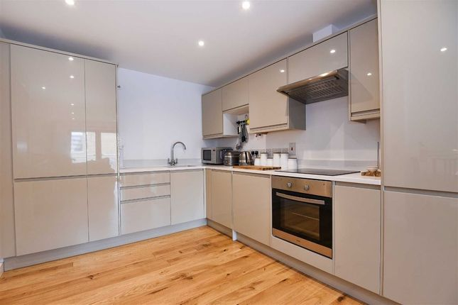 1 bed flat to rent in 1c Lambton Road, Raynes Park