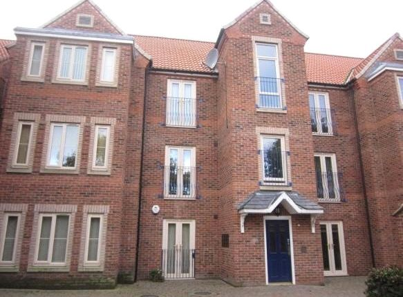 Thumbnail Flat to rent in West Street, Thorne, Doncaster