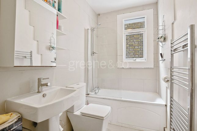 Bathroom of Dundonald Road, Queens Park, London NW10