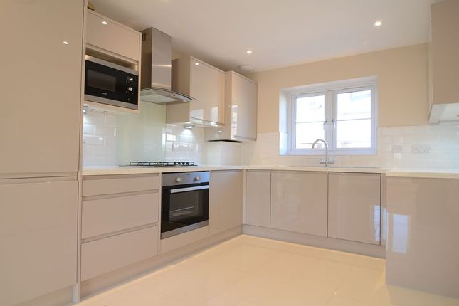 Thumbnail Town house to rent in Peabody Road, Farnborough