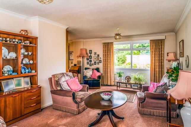 Living Room of Clovelly Way, Bedford, Bedfordshire MK40