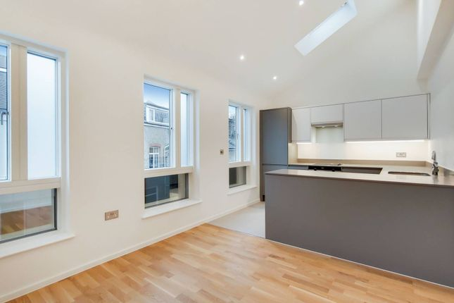 Thumbnail Flat to rent in Upper Richmond Road, East Putney, London
