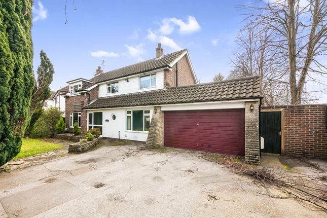 Thumbnail Detached house for sale in Oakwood Road, Horley