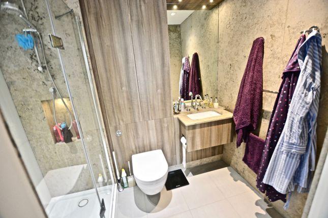 Master En-Suite of 8 Kew Bridge Road, Brentford TW8
