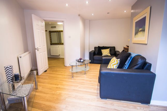 Flat to rent in Flat 1, 15 Hyde Park Terrace, Hyde Park