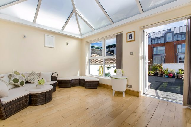 Thumbnail Terraced house to rent in Neutron Tower, 6 Blackwall Way, London