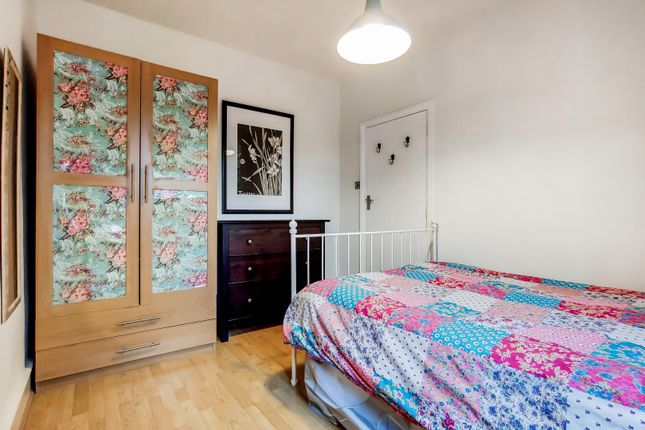 Bedroom of Leighton Road, Bush Hill Park, Enfield EN1