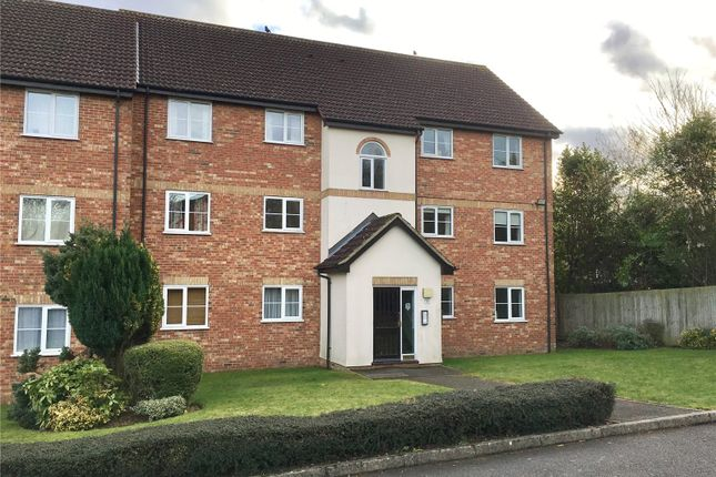 Thumbnail Flat to rent in Harlech Road, Abbots Langley