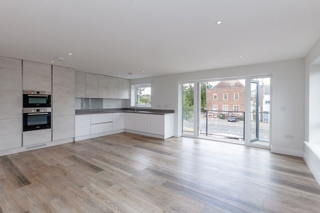 Thumbnail Flat to rent in Chalfont Station Road, Amersham