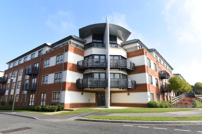 Thumbnail Flat to rent in Lincoln Court, Wallis Square, Farnborough, Hampshire