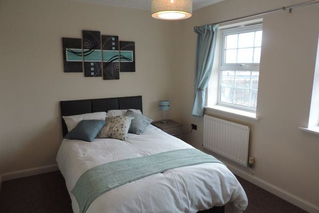 Thumbnail Room to rent in Rm5, Lakeview Way, Hampton, Peterborough.