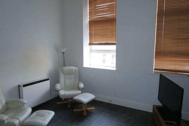 Living/Kitchen Room