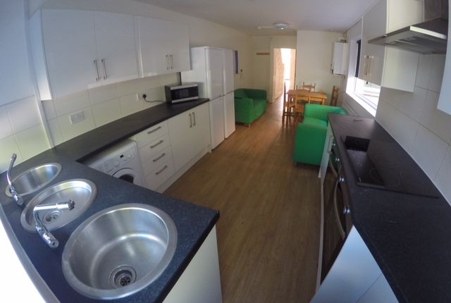 Thumbnail Shared accommodation to rent in Crescent Road, Middlesbrough