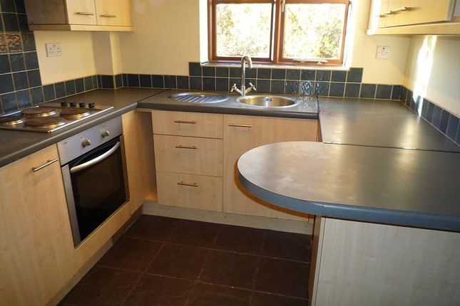2 bed property to rent in Honeywood Close, Portsmouth PO3