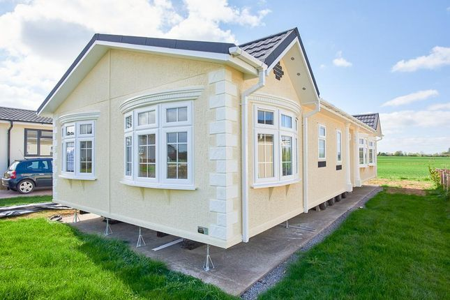 Thumbnail Mobile/park home for sale in Lcv9141, Evesham, Worcestershire