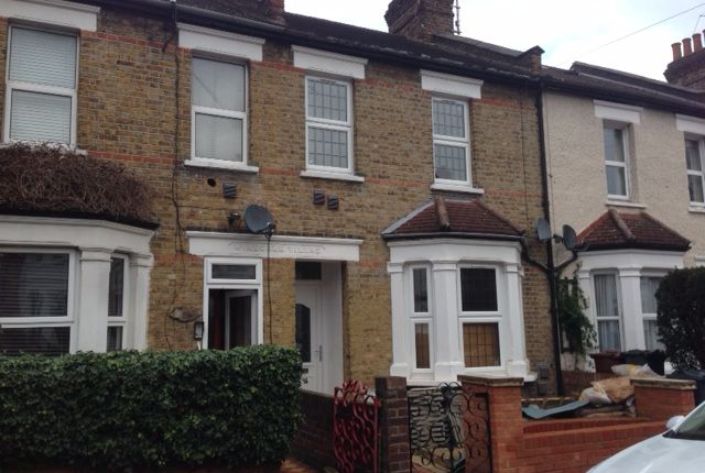 Thumbnail Flat to rent in Lansdowne Road, Hounslow, Middlesex