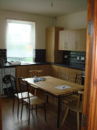 Thumbnail Shared accommodation to rent in Manor Dr, Hyde Park, Leeds 1Dd, Hyde Park, UK