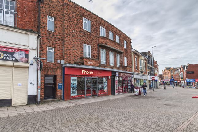 Thumbnail Flat to rent in High Street, Kettering, Northamptonshire