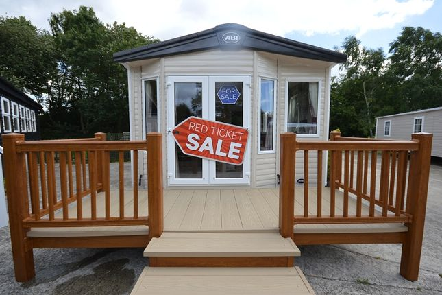 2 bed mobile/park home for sale in Carlton Mers Holiday Park, Saxmundham, Suffolk.